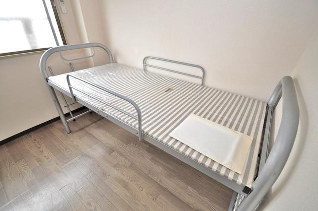 プレアール小若江 ベッドが置いてあります。自由に使っちゃって下さい。