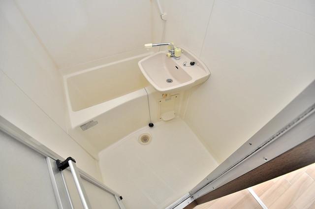 イマザキマンションエヌワン 単身さんにちょうどいいサイズのバスルーム。
