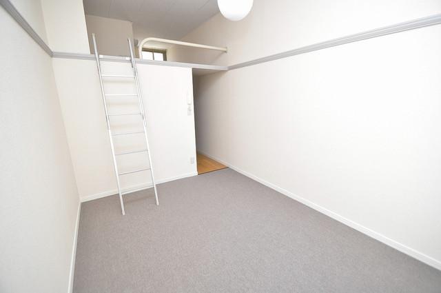 レオパレス菱屋西 ゆとりのあるベッドルームで快適な睡眠をとってくださいね。
