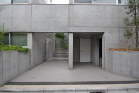 下北沢駅 徒歩6分エントランス