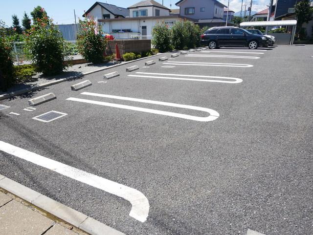 本厚木駅 バス17分「関口」徒歩3分駐車場