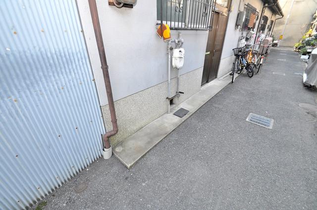 御厨栄町2丁目貸家 敷地内には専用の駐輪スペースもあります。