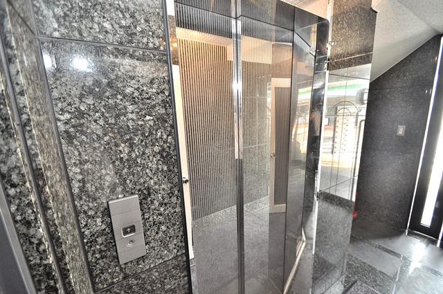 大宝小阪ヴィラデステ エレベーター付き。これで重たい荷物があっても安心ですね。