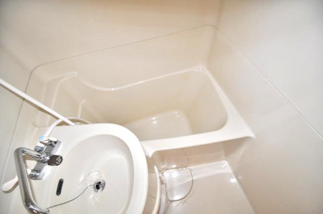 リビエール今里 ちょうどいいサイズのお風呂です。お掃除も楽にできますよ。