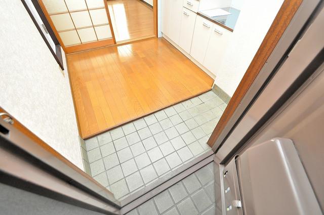 ニッコーハイツ俊徳 お部屋の入口には何も置かず、シンプルが一番ですね。