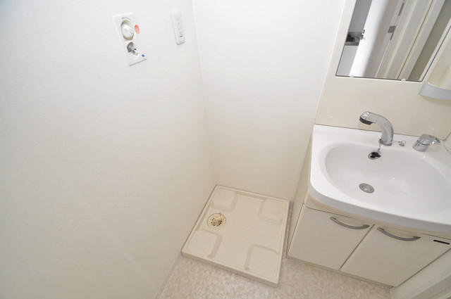 ゼファー東大阪 嬉しい室内洗濯機置場。これで洗濯機も長持ちしますね。