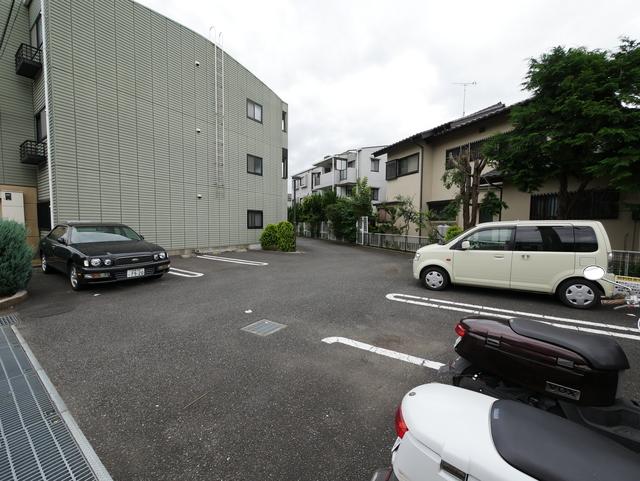 ラセライースト駐車場