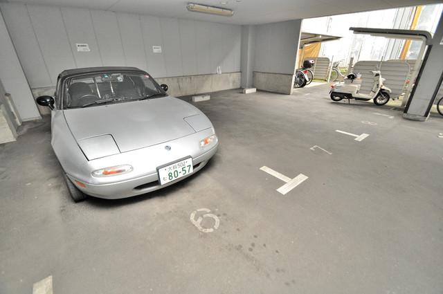 スパジオビィータ 敷地内にある駐車場。愛車が目の届く所に置けると安心ですよね。