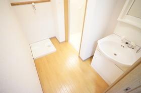 https://image.rentersnet.jp/7e26e2f2a610be2d2b0e417d3faa4ea1_property_picture_956_large.jpg_cap_広めの脱衣所です。