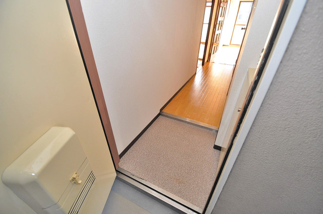 メゾンタツミ 玄関から部屋が見えないので急な来客でも安心です。