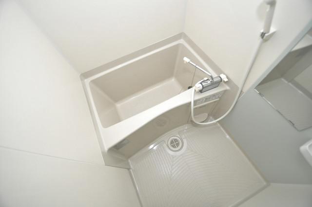 E maison 巽東 足が伸ばせる広い浴槽はナイスですね!
