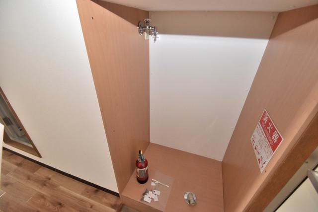 シティーコア高井田Ⅱ 嬉しい室内洗濯機置場は脱衣場も兼ねています。