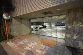 田町駅 徒歩13分エントランス