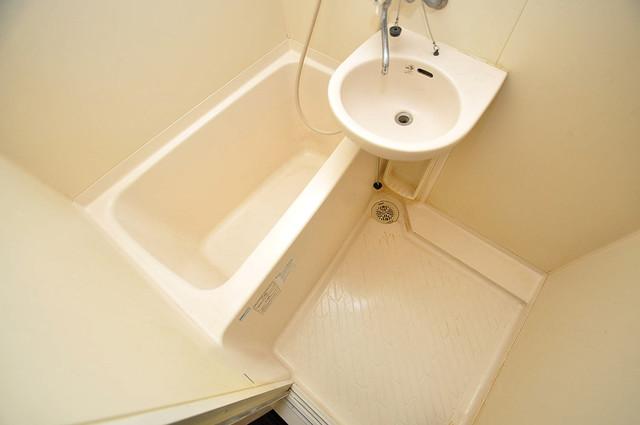 グランメール高井田 単身さんにちょうどいいサイズのバスルーム。