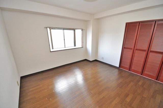 日栄ビル3号館 朝には心地よい光が差し込む、このお部屋でお休みください。