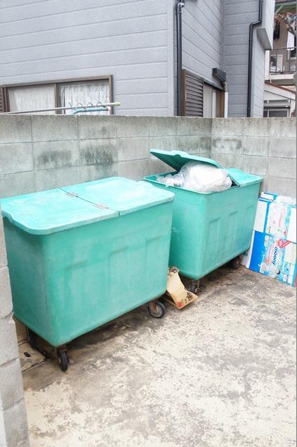 ゴミ捨て場。