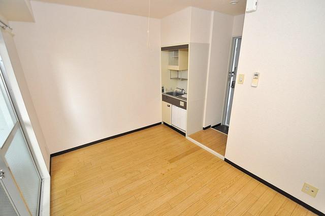 アリーヴェデルチ小阪 シンプルな単身さん向きのマンションです。