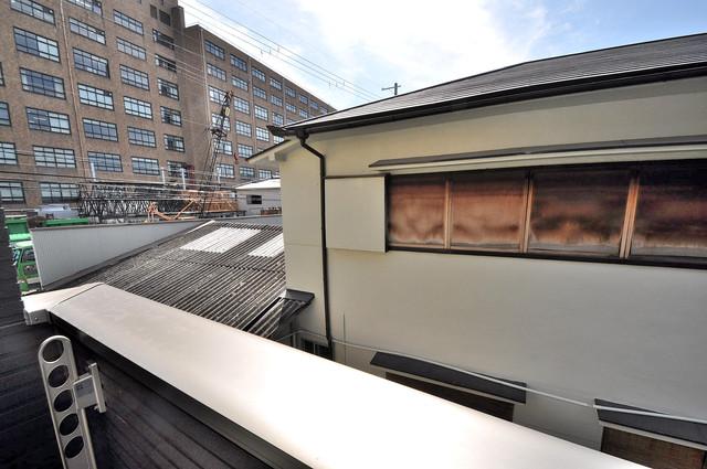 ブライト近大前 バルコニーは眺めが良く、風通しも良い。癒される空間ですね。