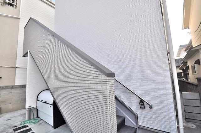 ディオーナ・コサカ エントランス周辺はいつもキレイに片付けられています。