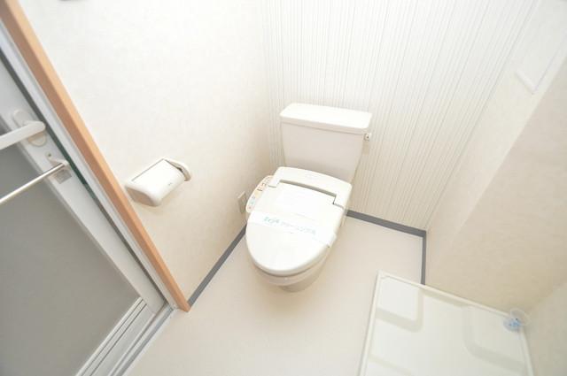 Celeb布施東 広いトイレはウォシュレット完備で、収納も充実しています。