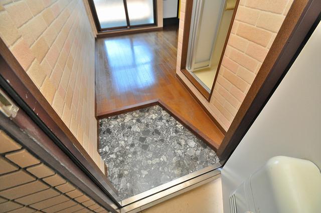 トマトハイツ菱屋西 素敵な玄関は毎朝あなたを元気に送りだしてくれますよ。