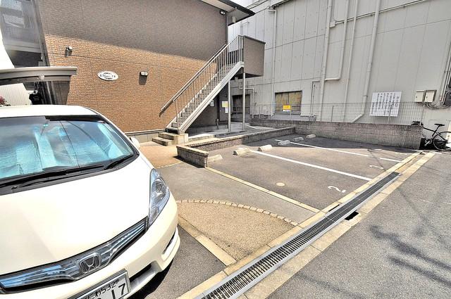 エルメゾン清里 敷地内にある駐車場。愛車が目の届く所に置けると安心ですよね。