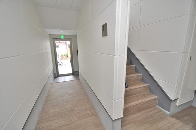 solana岸田堂 この階段を登った先にあなたの新生活が待っていますよ。