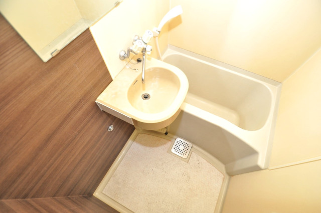 リンクスイン東大阪Part2 ちょうどいいサイズのお風呂です。お掃除も楽にできますよ。