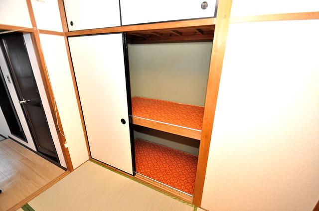 ロイヤルハイツ八戸ノ里 大容量のクローゼットは荷物が多い方も安心ですよ。