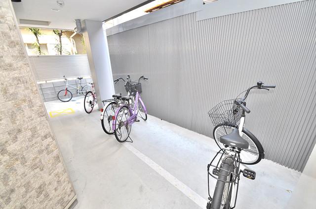 グランドール北巽 屋内にある駐輪場は大切な自転車を雨から守ってくれます。