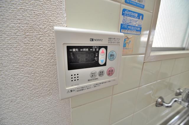 ファミーユ和喜 給湯リモコン付。温度調整は指1本、いつでもお好みの温度です.