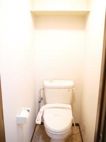 https://image.rentersnet.jp/8282f272-13d8-4d30-b783-45d4c19f3e45_property_picture_957_large.jpg_cap_トイレ