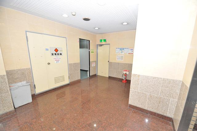 メルヘン新今里 エレベーターホールもオシャレで、綺麗に片づけられています。