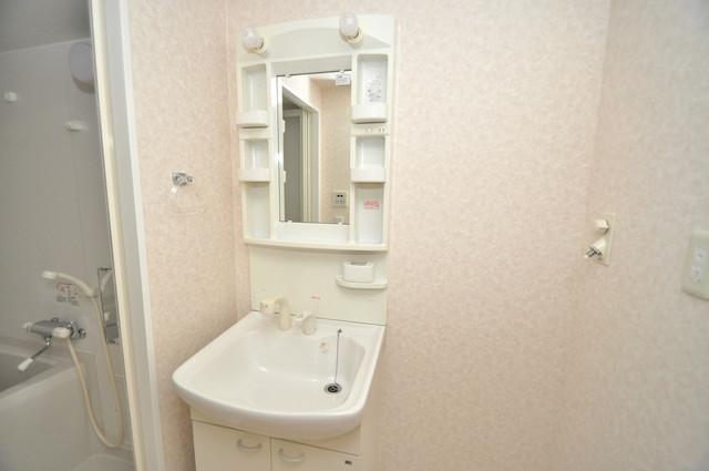 CASSIA高井田SouthCourt 独立した洗面所には洗濯機置場もあり、脱衣場も広めです。