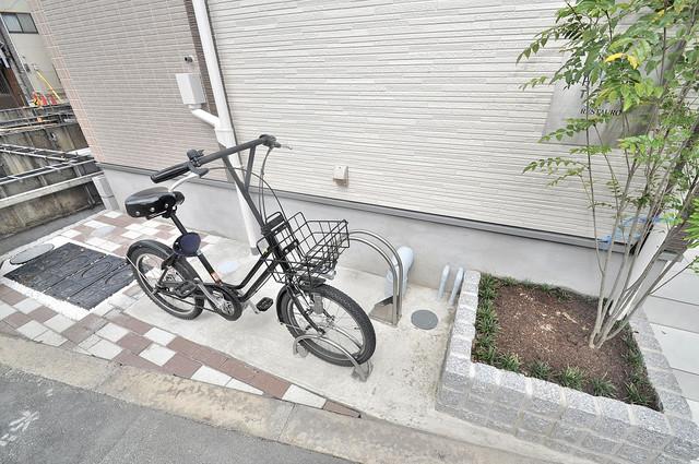 RESTAURO 敷地内にある駐車場。愛車が目の届く所に置けると安心ですよね。