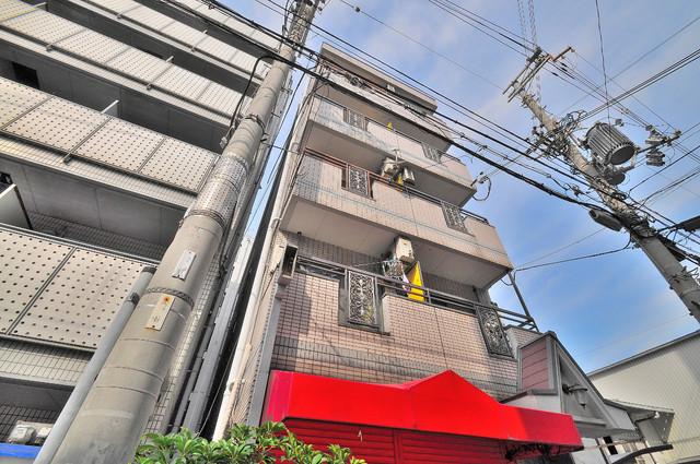 プレアール小阪 シックな色合いで落ち着いた雰囲気のマンションです。