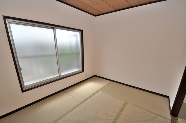 近江堂1-11-9 貸家 朝には心地よい光が差し込む、このお部屋でお休みください。