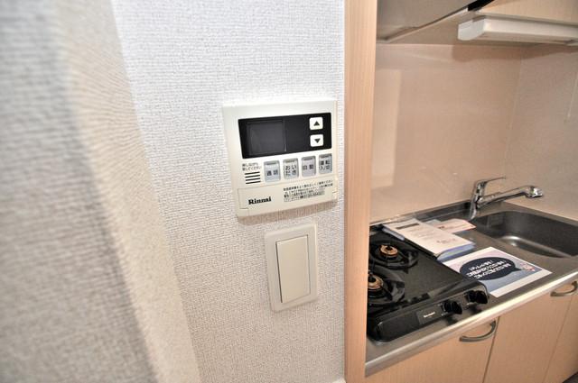 巽北ロイヤルマンション 給湯リモコン付。温度調整は指1本、いつでもお好みの温度です。
