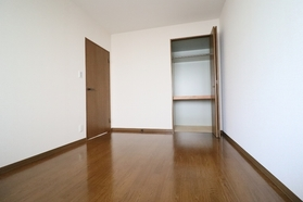 メイプルリーフ中溝 405号室