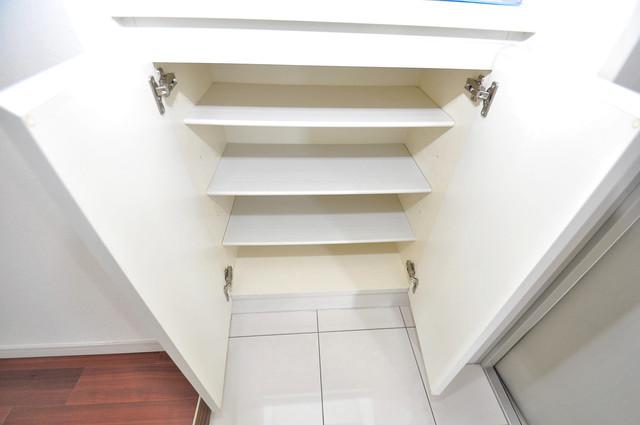 ゼファー東大阪 玄関にはオシャレなシューズボックスが設置されていますよ。
