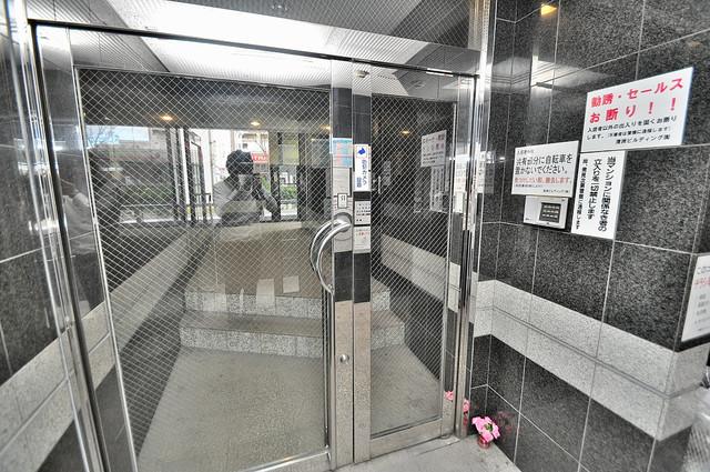 清洲プラザ高井田 オシャレなエントランスは安心のオートロック完備です。