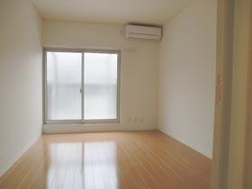 1階の居室はナチュラルブラウンのフローリングです。