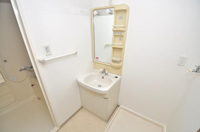 カーサ山野 独立した洗面所には洗濯機置場もあり、脱衣場も広めです。
