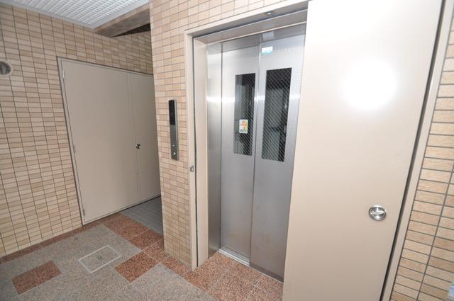 Grace Court 嬉しい事にエレベーターがあります。重い荷物を持っていても安心
