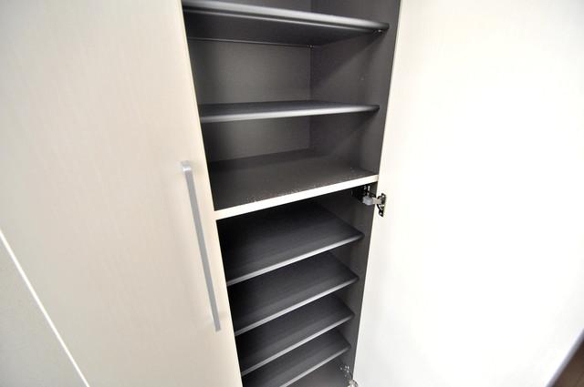 インペリアルライフ 玄関には大容量のシューズボックスがありますよ。