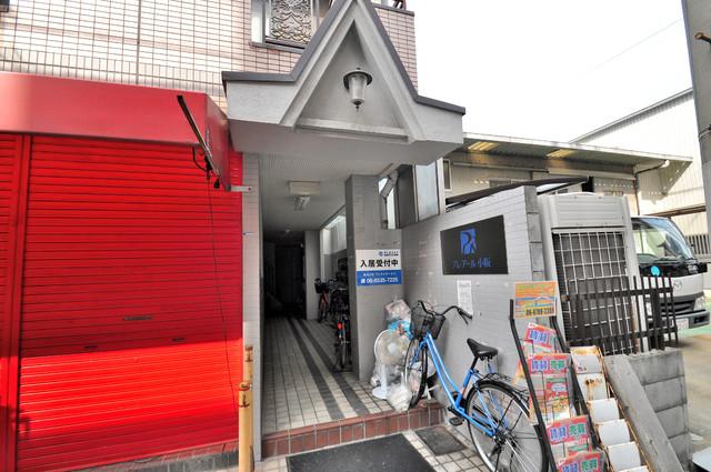 プレアール小阪 シンプルなのにとても豪華なエントランスですね。