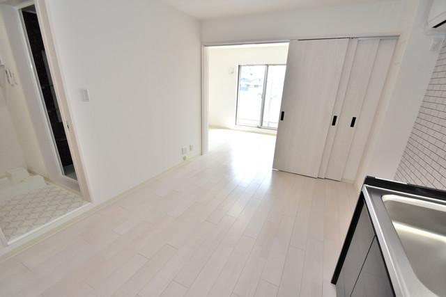 クリエオーレ高井田西 白を基調としたリビングはお部屋の中がとても明るいですよ。
