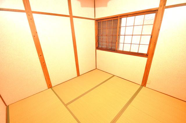 宝持4丁目貸家 朝には心地よい光が差し込む、このお部屋でお休みください。