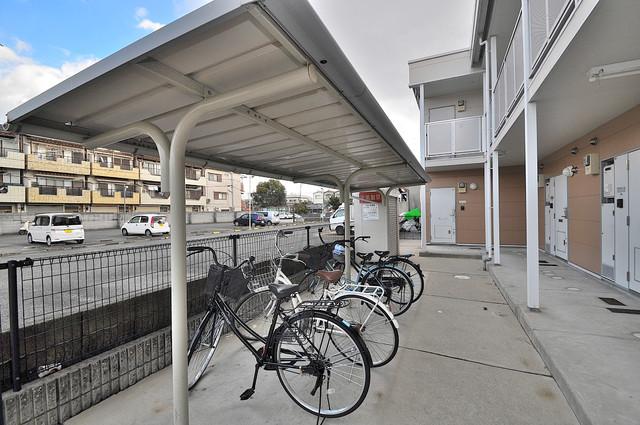 レオパレススズラン 敷地内にある専用の駐輪場。雨の日にはうれしい屋根つきです。