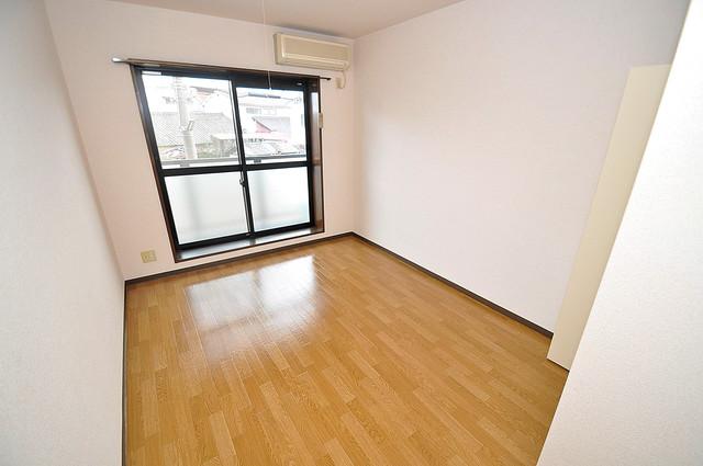 リバーサイド金岡Ⅱ番館 明るいお部屋は風通しも良く、心地よい気分になります。